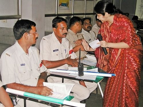 Shachi Singh conducting a training session with the personnel of the Government Railway Police. (Credit: Tarannum\WFS)