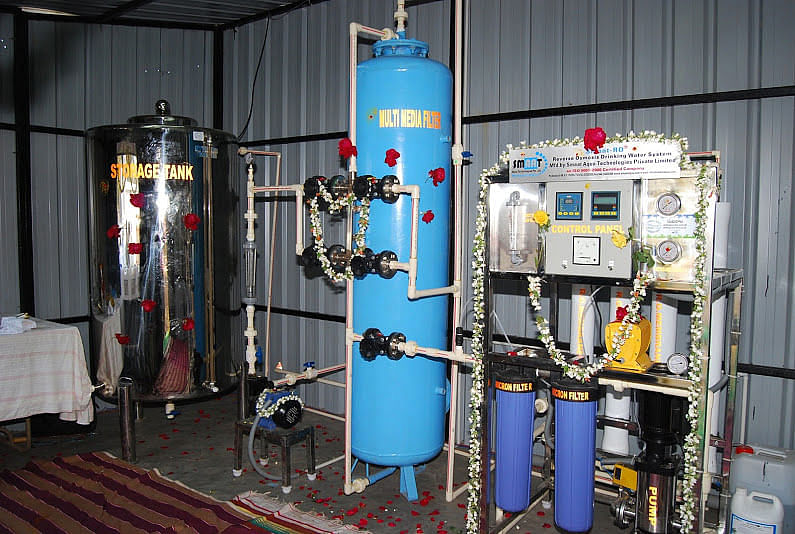 It only takes a few minutes to convert contaminated water into pure water.