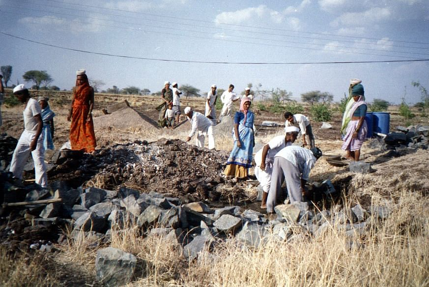 Villagers doing Shramdan to build the watershed