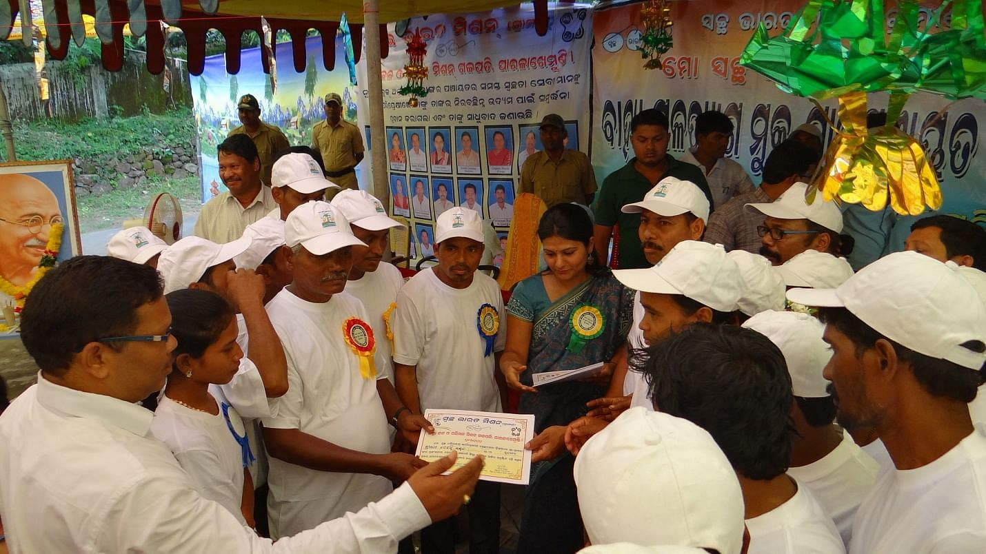 Volunteers awarded with a certificate of appreciation by the District Collector