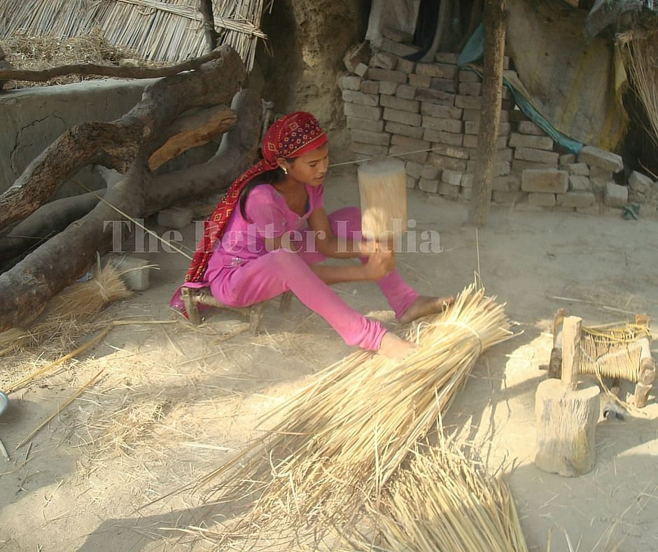 A girl spins the Moonj (jute) rope in her home at Mallahipurva in Rai Barielly district. (Credit: Anjali Singh\WFS)