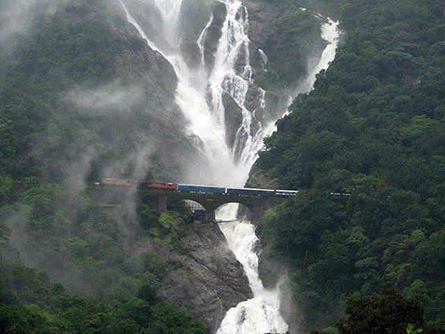 The Chennai Express makes a stop at the Dudhsagar train station. Pic source: http://www.filmapia.com/films/movies/c/chennai-express