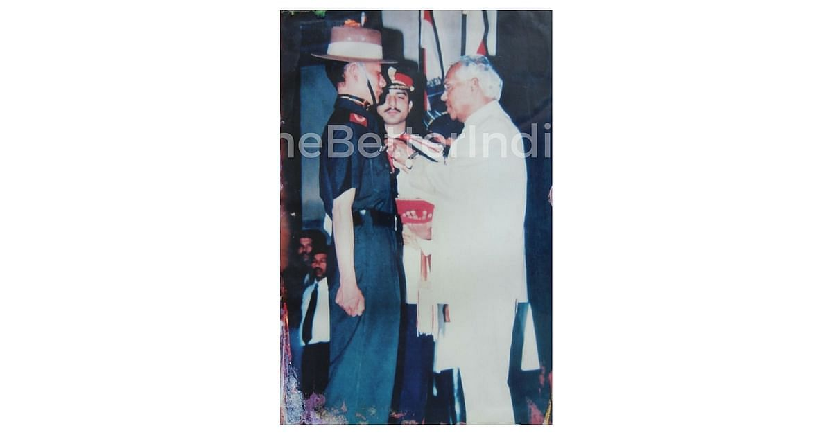The President of India, Mr KR Narayanan, presenting the gallantry award