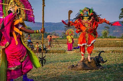 Purulia Chou practised by the countryside (Image by Saumalya Ghosh)