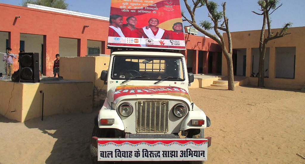 The campaign van roams the desert, spreading awareness on child marriage. (Photo by Tarun Kanti Bose)