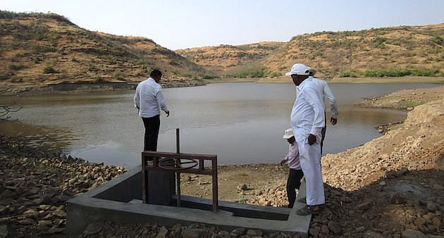This large pond in upstream of Velu village in Koregaon taluk was constructed during the worst drought of Maharashtra in 1972. A perfect site, it has catchment area of 4-5 km. It has water through the year. All new ponds in the surrounding areas have gone dry. (Photo by Nidhi Jamwal)